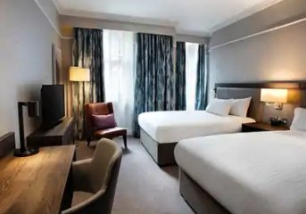 7 nights in centrally-located 4 or 5-star hotels