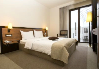 8 nights in centrally-located 4 or 5-star hotels