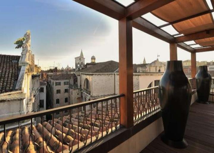 Al Theatro Palace, Venice